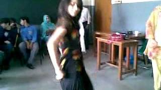vuclip Pakistan college girl dancing