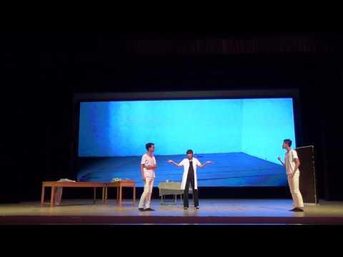 """Spektakl """"Seksmisja"""" w wykonaniu studentów z Chin."""
