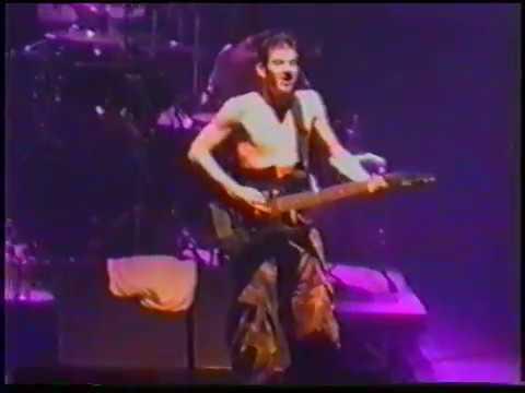 1997-12-19 - Memorial Hall, Kansas City, MO, USA - Nobody Loves Me