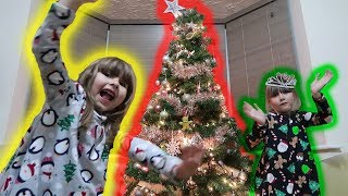 DECK THE HALLS WITH HOLLY!