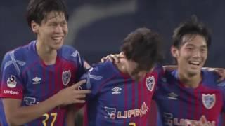 敵陣でボールを奪った室屋 成(FC東京)が強烈なミドルシュートを突き刺...