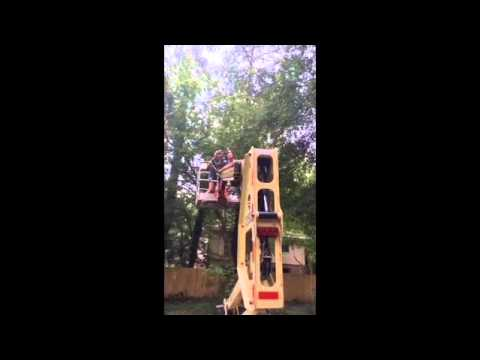 My wife trying to use a 40' lift from Home Depot lol must watch