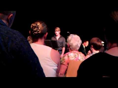 David Bell chante en fran�ais!