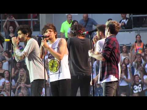 One Direction - Right Now (Live @ Esprit Arena)