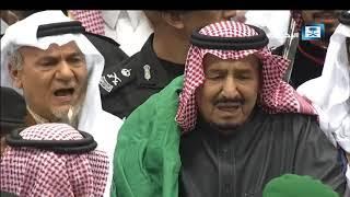 الوليد بن طلال يشارك الملك سلمان رقصة العرضة (فيديو) | المصري اليوم