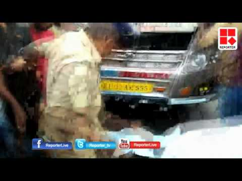 Home Gurad Attacks Mentally Disabled men in Kunnamkulam, Thrissur; gruesome visuals │Reporter Live