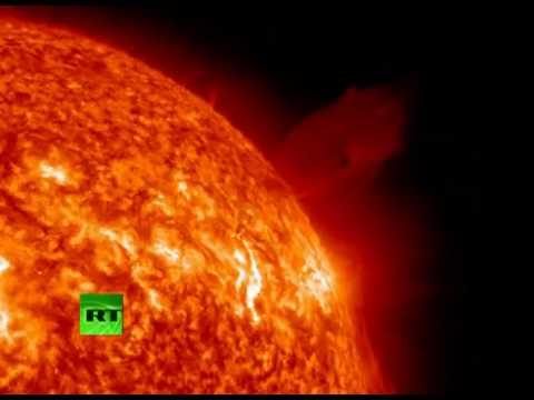 NASA captures giant comet hitting sun