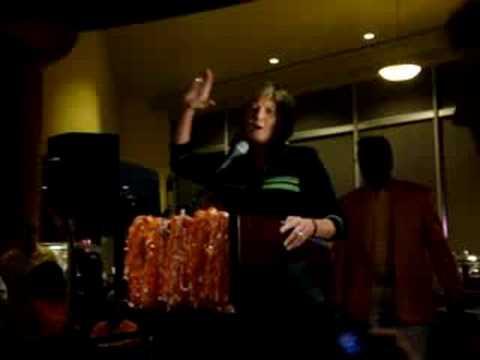 Pat Summitt Sings Rocky Top L.A. Sparks UT Alumni Night