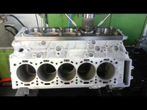 ID26: Honen eines Porsche Carrera GT 10-Zylinder Motorblocks (NiKaSil)