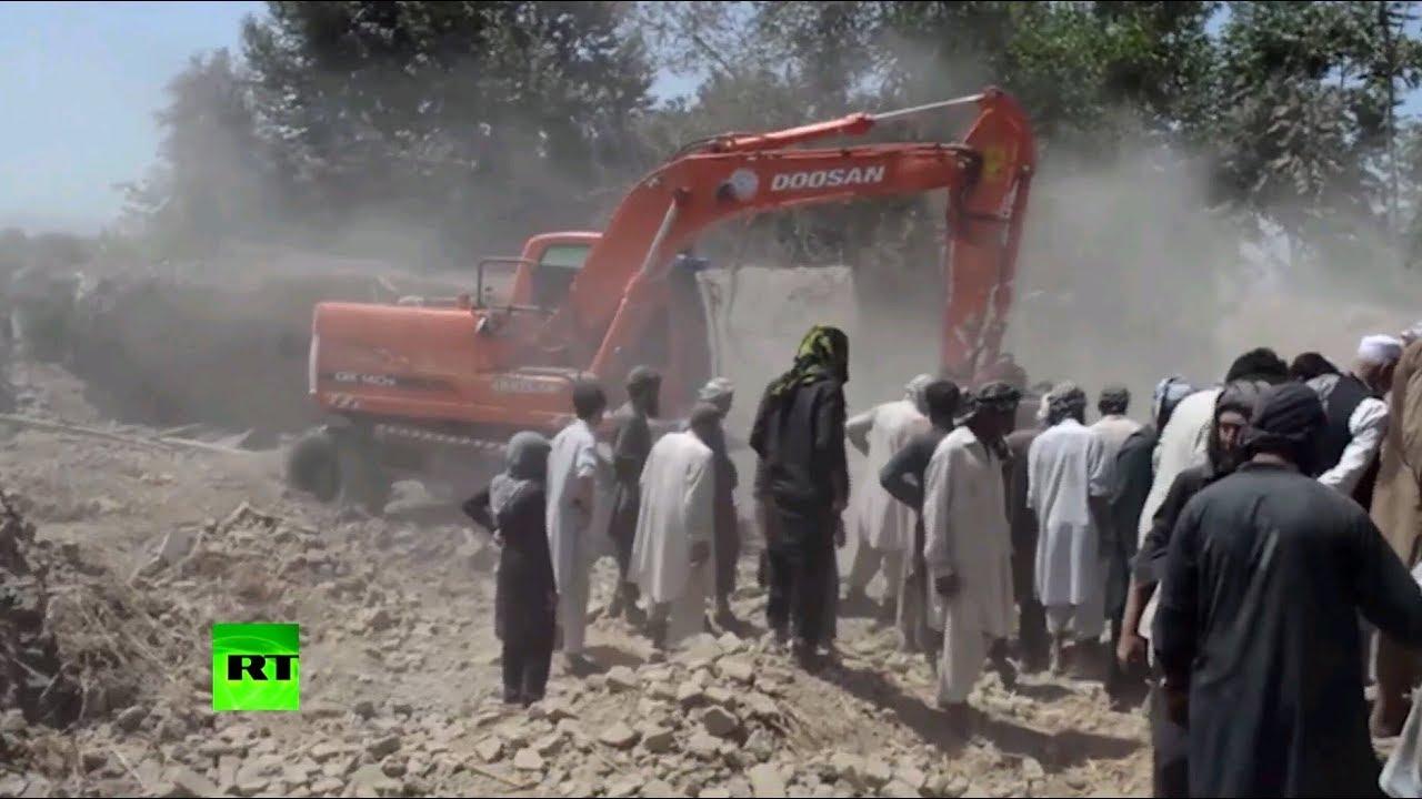 Видеокадры последствий авиаудара в афганской провинции Кундуз