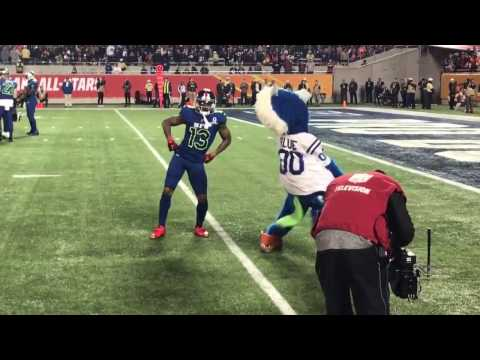 Odell Beckham Jr. have a dance-off with Colts mascot