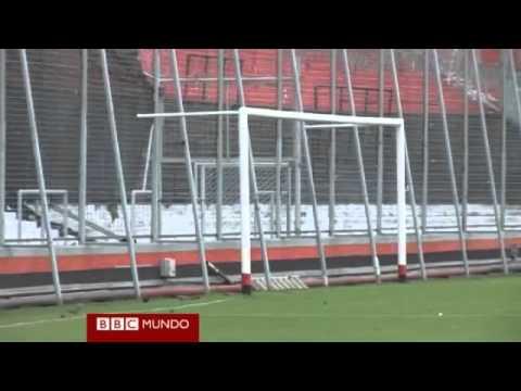 La cancha donde Lionel Messi metió sus primeros goles.flv