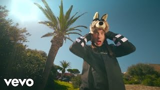Watch Clementino Fumo video