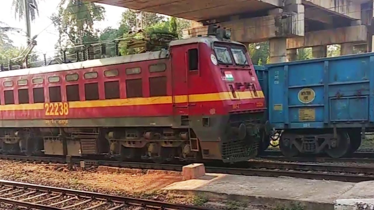 "Amazing Rajdhani Express 1st Class Train, Chuk Chuk Gadi ""Trains Video"" Compilation at Station"