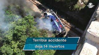 """El autobús, con 40 pasajeros a bordo, transitaba por el viaducto """"Ponte Torta"""" cuando cayó sobre vías férreas; hay al menos 26 personas heridas"""
