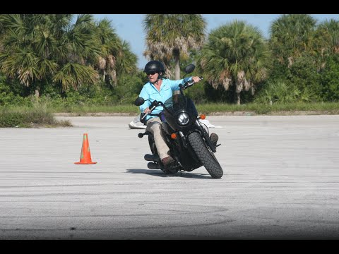 watch-how-this-rider-overcame-her-fear-of-leaning-her-motorcycle!