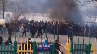 Мариуполь-Динамо Киев.Драка фанатов и полиции