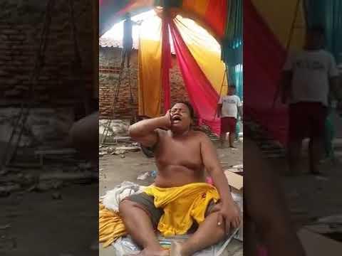 Video lucu Minta kopi dengan nada seperti sedang membaca Al-Qur'an