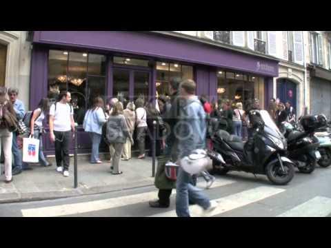 Jennifer Lopez loves shopping in Paris, France