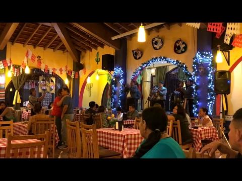 Hoy es sabado dia de Mariachis y Karaoke. Nos fuimos a cenar a un restaurante Mexicano