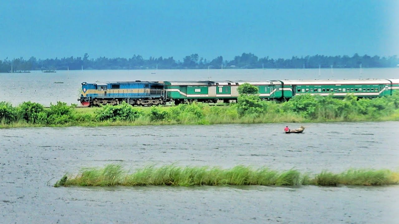 Chittra Express  Passing Cholon Beel Area      Dilpashar Bell    