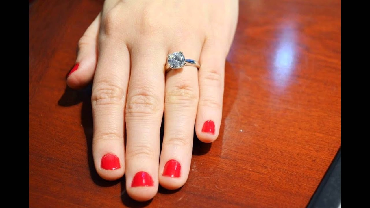 What Different Diamond Sizes Look Like on Real-Girl Hands | Your ...