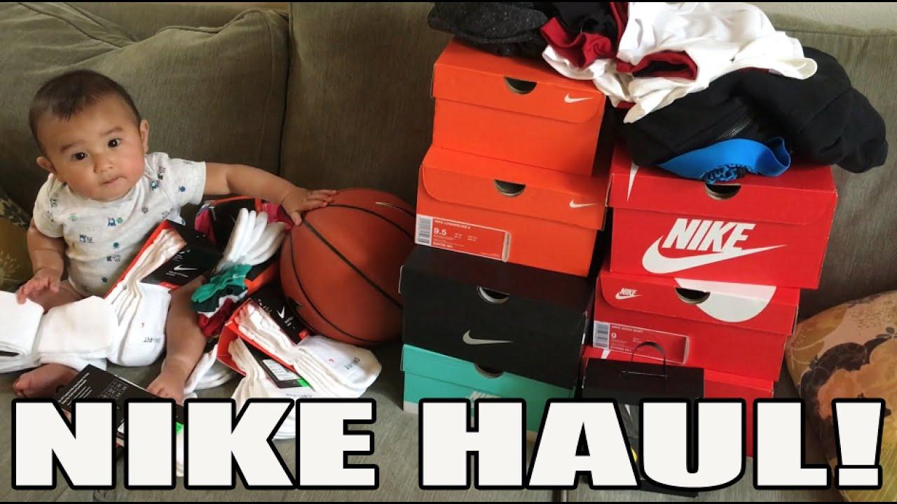 NIKE HAUL! 8 SNEAKERS 35 PAIRS OF SOCKS LOL.