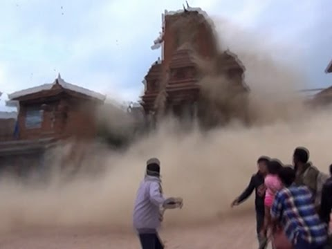 Raw: Moment Nepal Quake Strikes Ancient Square