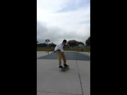 Travis Tidwell skateboarding