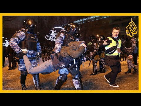 روسيا تشن حملة على احتجاجات زعيم المعارضة المسجون أليكسي نافالني