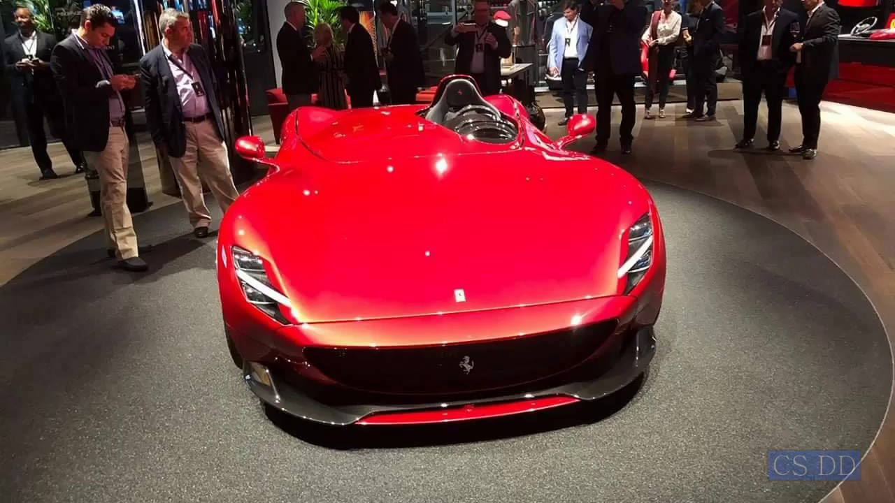 Ferrari Monza SP1 and SP2. Live debut