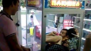 Прикол автомат плюшка в салоне мобильной связи Чернигов !!!