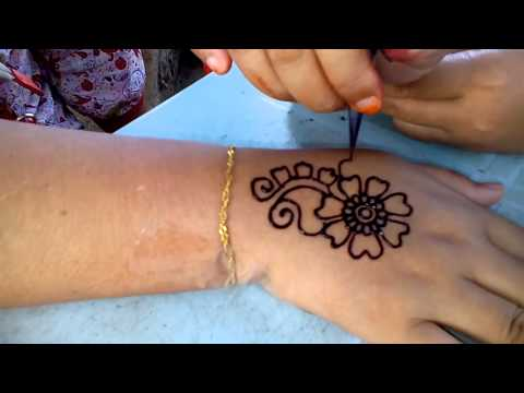 lukis henna at teluk chempedak - YouTube