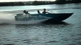 лодка Днепр.avi(водометный движитель., 2011-10-17T10:14:22.000Z)