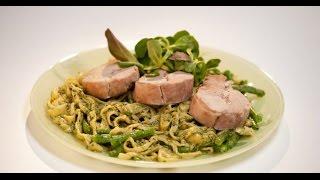 Томленая телятина с домашней лапшой и зеленым соусом | Мясо. От филе до фарша