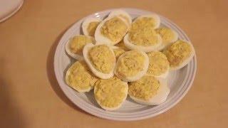 Рецепт закуски. Фаршированные яйца печенью трески и луком.