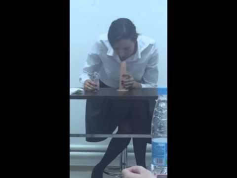 Девочка показывает уроки горлового минета фото 730-716