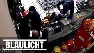 Späti-Verkäufer wird beim Geld zählen brutal mit Messer angegriffen