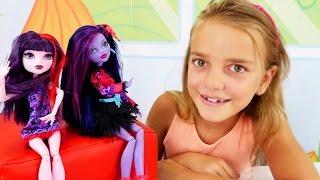 Spielspaß mit Ayça - Ayça und Monster High Puppen