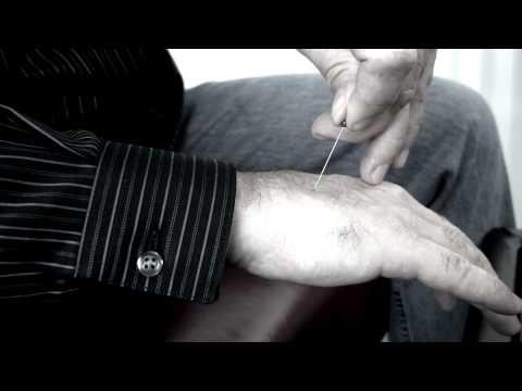 Но как, как он этот фокус с протыканием руки делает?! - Самый сок
