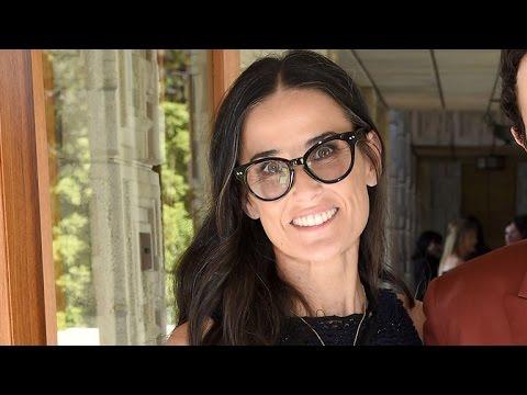 Memilih kacamata sesuai bentuk wajah: Demi Moore.