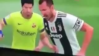 FIFA 19 : Chiellini bites Suarez