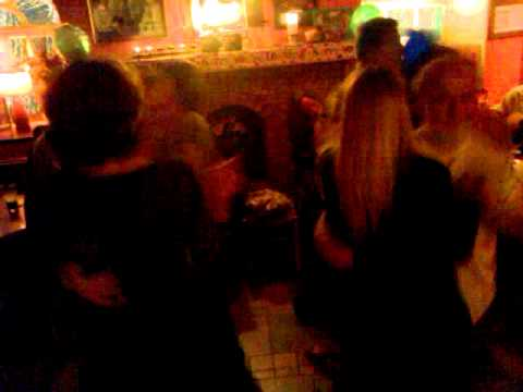 Set Dancing in Brogans Ennis ( Great Laugh ) Live Irish Music...