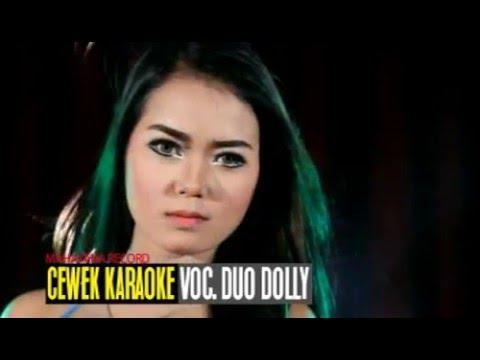 cewek-karaoke-voc-duo-dolly-sintya-riske-astrid-gita
