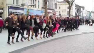 Opera'r Ddraig Can-can flashmob