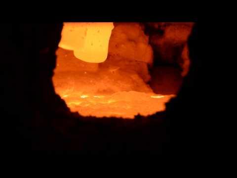 Кипящий металл. Литейный цех завода «Амурлитмаш», г. Комсомольск-на-Амуре, 27.04.2016 г.