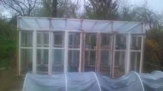 szklarnia z okien bez murowanych fundamentów