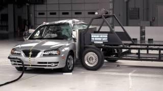 2005 Hyundai Elantra side IIHS crash test смотреть