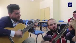 إقبال في مؤته على تعلم العزف على آلة الجيتار