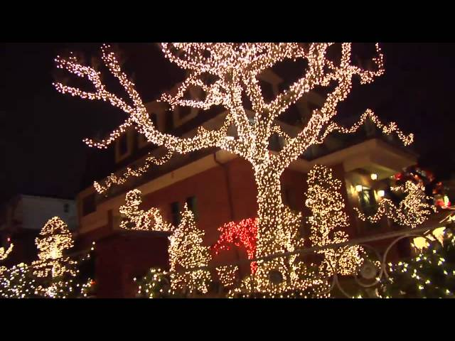 Dyker heights christmas lights how to get there free tours by foot